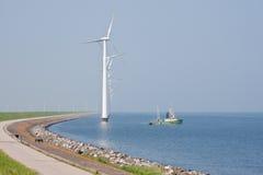 渔场船风车 库存图片