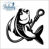 鲤鱼鱼 钓鱼俱乐部标志或象征 渔夫体育与传染媒介商标的冒险徽章 皇族释放例证