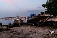 渔夫在土耳其镇保护晚上 库存照片