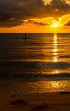 渔夫在日落的剪影渔 免版税库存照片