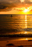 渔夫在日落的剪影渔 图库摄影