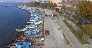渔夫在波摩莱的老部分的` s堤防在保加利亚 免版税图库摄影