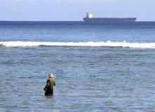 渔夫在海 免版税库存照片