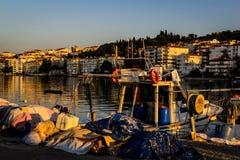 渔夫在老小游艇船坞保护 免版税图库摄影