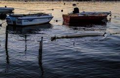 渔夫在老小游艇船坞保护 图库摄影