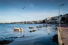 渔夫在老小游艇船坞-土耳其保护 库存图片
