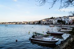渔夫在老小游艇船坞-土耳其保护 免版税图库摄影
