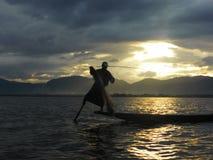 渔夫在Inle湖 图库摄影