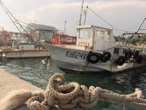 渔夫小船在卡瓦尔纳,黑海 免版税图库摄影