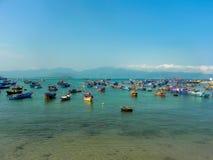 渔夫小船在海在越南 图库摄影