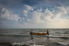 渔夫小船在海 免版税图库摄影