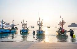 渔夫工作在早晨 库存图片
