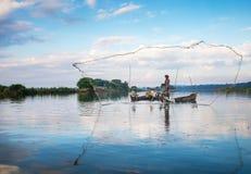 渔夫抓住鱼 免版税图库摄影