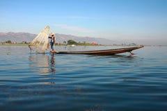 渔夫抓食物的鱼 图库摄影