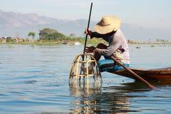 渔夫抓食物的鱼 库存照片
