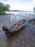 渔夫村庄的传统老木渔船围场 库存照片