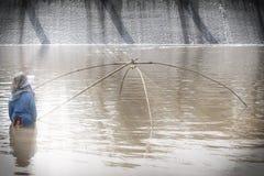 渔夫渔在水中 库存照片