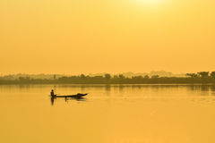 渔夫渔船早晨 库存照片