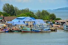 渔夫生活方式我由Taksin Maharat桥梁做了照片在庄他武里省 免版税库存照片