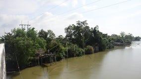 渔夫用途钓鱼推力的和抄网加工在运河的渔在禁令朴Pra 股票录像