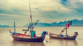 渔夫社区和他们的小船在船坞在泰国 图库摄影