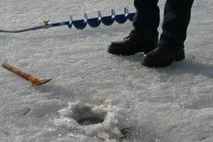 渔夫设备 捕鱼冰谎言捕捉冬天zander 图库摄影