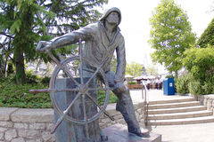 渔夫雕象在友好港口 免版税库存图片
