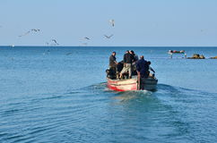 渔夫去的钓鱼 免版税图库摄影
