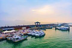 渔夫` s码头在日落期间的沿海岸区区域 库存照片
