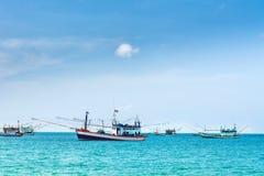 渔惊人的看法在安达曼海运送 地点:Krabi, K 图库摄影