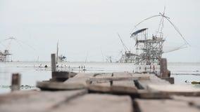 渔推力和抄网机器看法风景在运河在禁令朴Pra渔村 股票录像