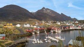 渔村在Lofoten海岛,挪威 免版税库存照片