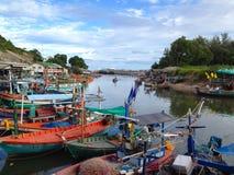 渔村的小船在泰国 免版税库存图片