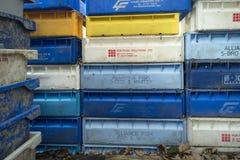 渔条板箱、浮体和其他海对象在老酒吧Blaue Maus前面在北部弗里斯兰省人海岛Amrum上 免版税库存照片