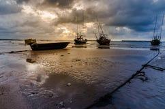 渔海船和日出 图库摄影