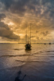 渔海船和日出 免版税库存图片