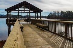 """渔码头â€的看法""""史密斯Mountain湖,弗吉尼亚,美国 免版税库存照片"""