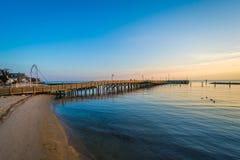 渔码头和切塞皮克湾在日出,在北部海滩, 库存图片