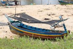 渔船停放在港口 免版税库存照片