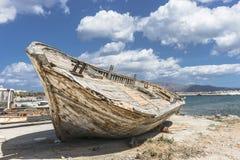 渔船击毁 库存照片
