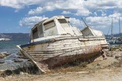 渔船击毁 免版税图库摄影