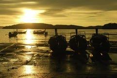 渔船和日落 免版税库存照片