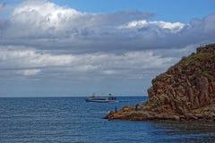 渔船回到口岸 免版税库存照片
