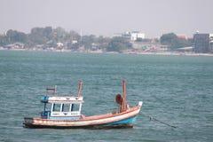 渔船在捕鱼港口的海在泰国 库存图片