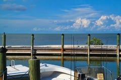 渔船在海湾的船坞停泊了在马拉松钥匙 免版税库存图片