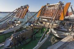 渔船在港口-处理的机器蛤蜊 免版税库存图片