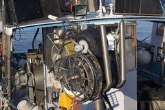 渔船在港口-处理的机器蛤蜊 图库摄影