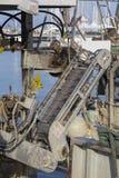 渔船在港口-处理的机器蛤蜊 库存图片