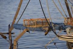 渔船在港口-捕鱼网 免版税库存图片