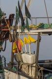 渔船在港口-漂浮与旗子 免版税库存图片